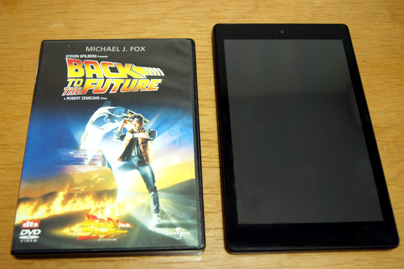 Fire HD 8タブレットとDVDケース比較